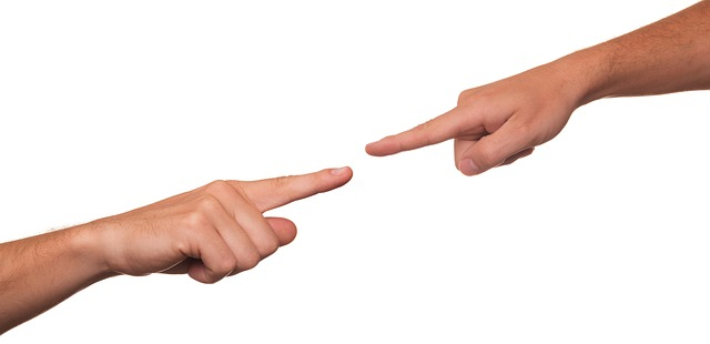 2 Fingers pointing at each other in accusation