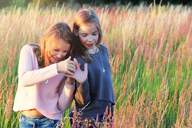 2 teen girls in a meadow